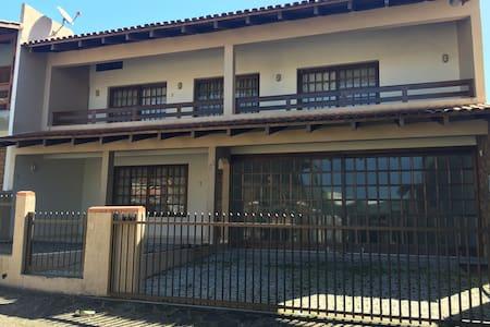 Casa confortável e perto da praia - Barra Velha SC - Barra Velha - House