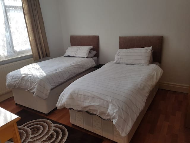 Spacious Double room near to MUFC
