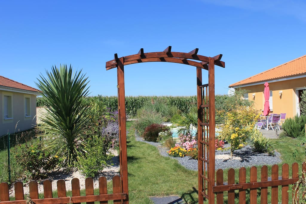 Maison 3 chambres avec piscine maisons louer orleix - Maison a louer 3 chambres avec jardin ...