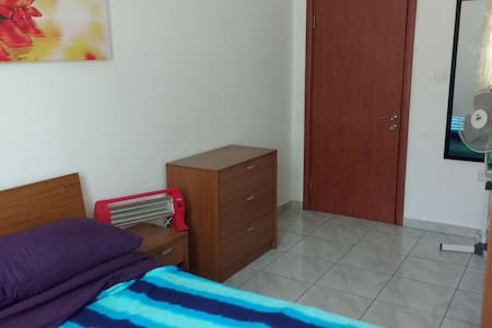 Double bedroom in a two bedroom apartment, central - Santa Venera - Apartemen