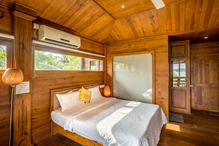 THE WOODHOUSE   gorgeous 2bhk on private island
