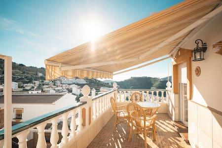 Estudio en ático con terraza y vistas al pueblo