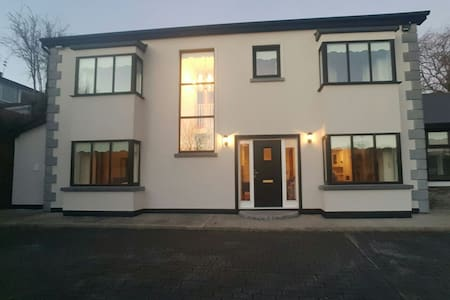 Blarney heights lodge - Blarney, County Cork, IE - Huis