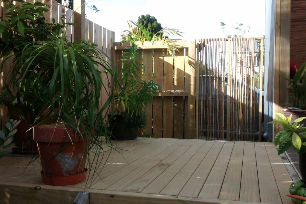 Entry gate/deck onto front verandah