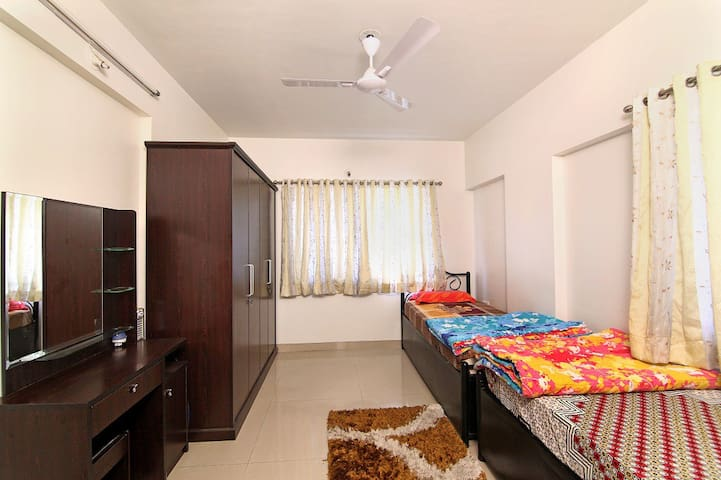 Bedroom in furnished apartment - 1 or 2 Guests