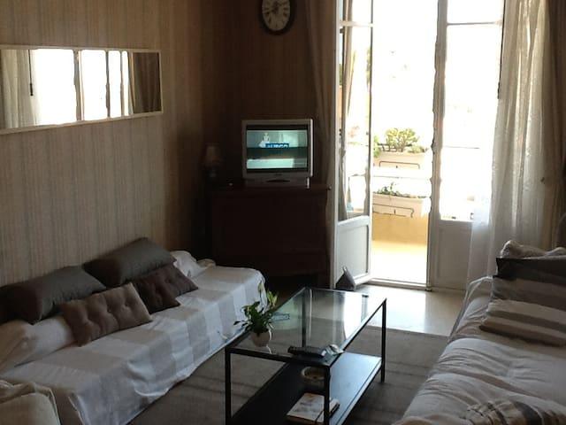 salon salle avec terrasse