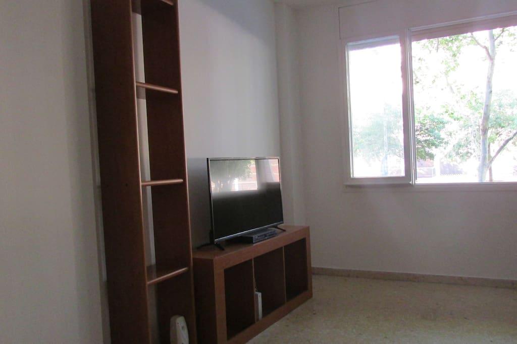 Sala de tv con sofa