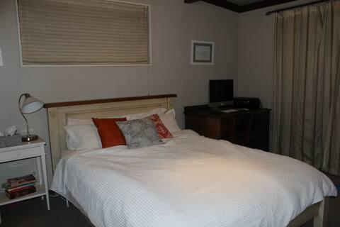 Sunny Frankton Cosy Room