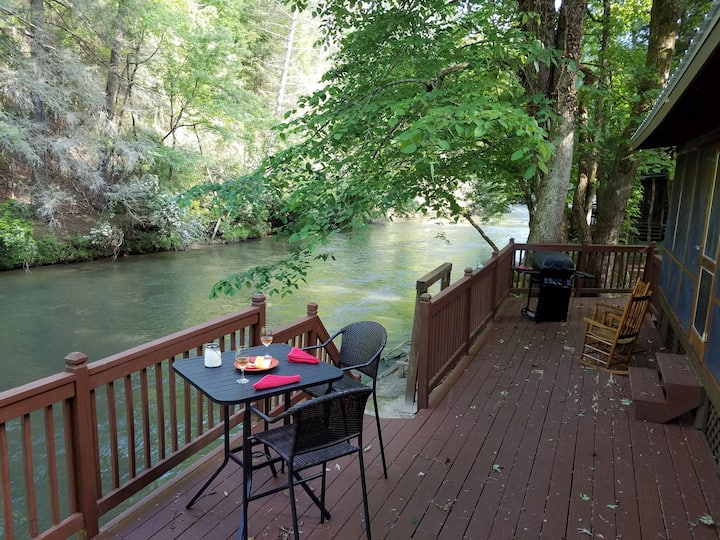 Cartecay River Log Cabin, Screen Porch Overlooking the River