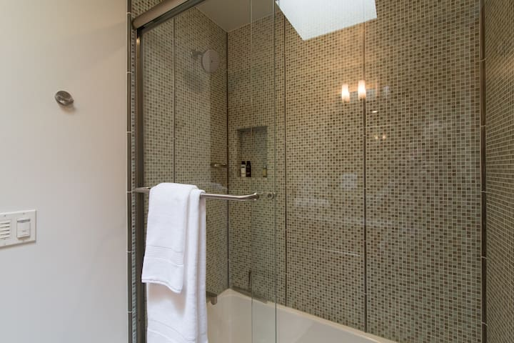 Guest Suite 1: Bathtub with Shower