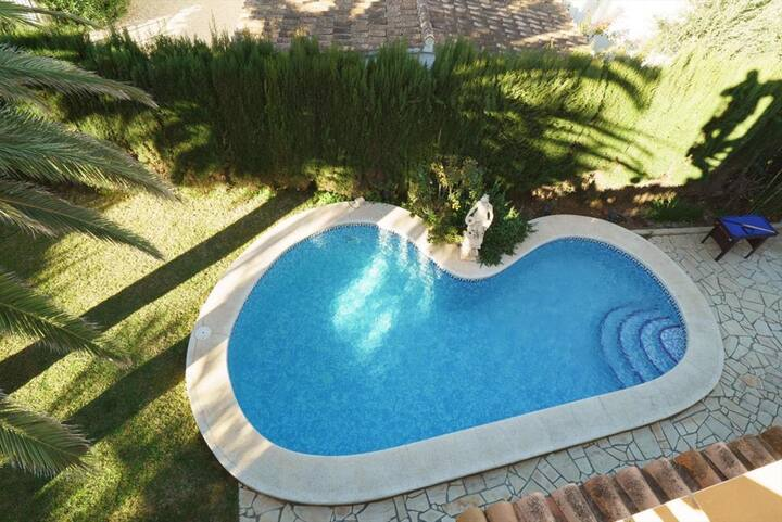 Stunning Villa with Private Pool & Roof Terrace
