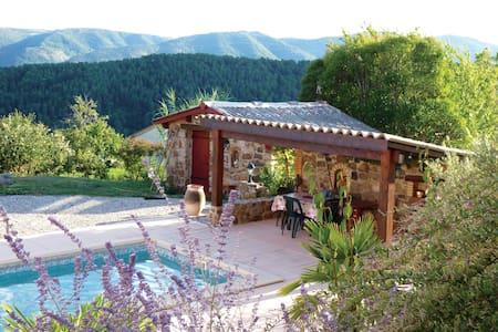 Chambre privée en rez-de-piscine vue dominante - Creysseilles - 一軒家
