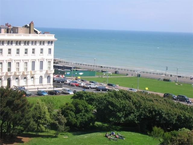 Spacious Regency Studio Apartment Near the beach - Hove - Lägenhet
