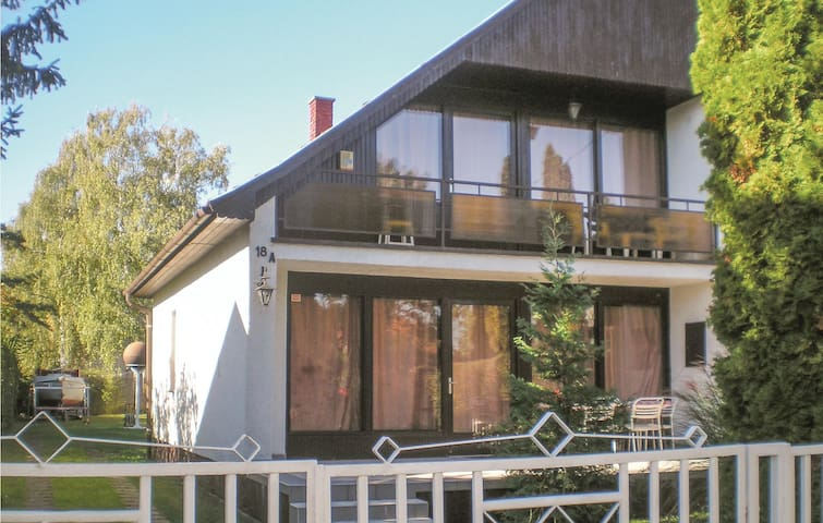 Semi-Detached with 4 bedrooms on 105m² in Szántód