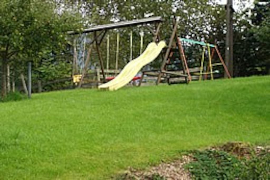 Kinderspielplatz im Garten