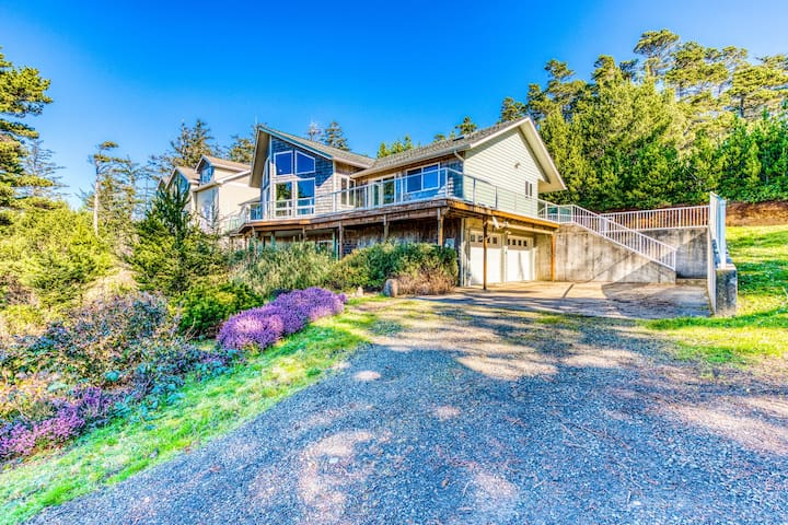 Dog-friendly house w/ ocean & mountain views - easy beach/park access, game room