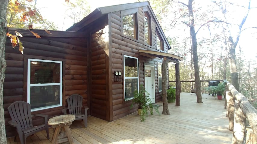 Cozy Treehouse Cabins, Logan Ohio- Hocking Hills