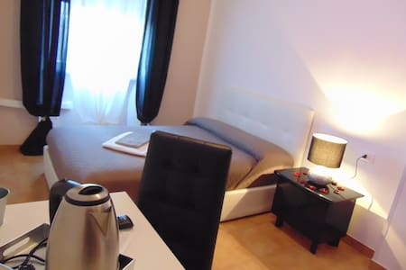 Rome center-budget room- private reserved bathroom