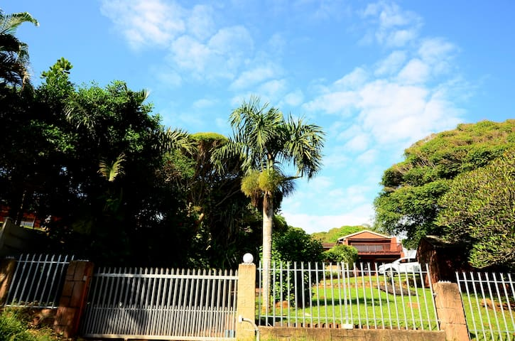 Spacious Holiday Home Widenham Umkomaas - Umkomaas - Rumah