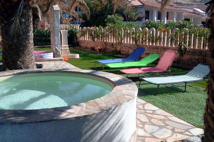 Residence with pool, only 100m from the beach and coastal town of La Ciacca