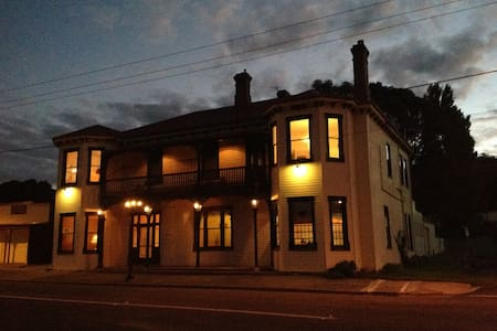 Beaconsfield Heritage Accommodation - Bed & Breakfast