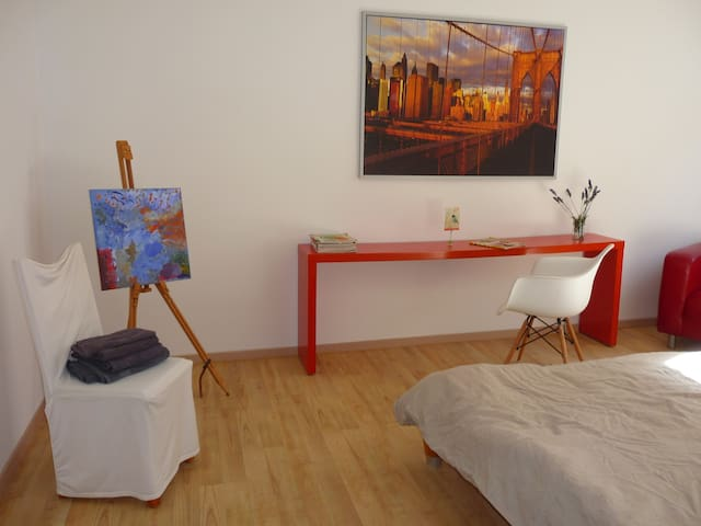 Calm 2 Room Lounge