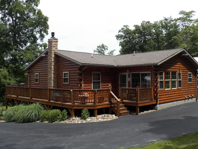 5 BR PSU log home w/ amazing views!