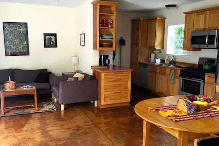 1 BR/1 BA, private house, in town. - Sebastopol