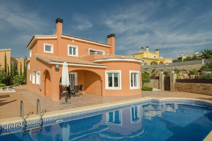 Luxury Villa with Private Swimming Pool in Moraira