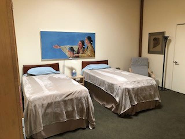 The 2nd enclosed bedroom has two extra-long length twin beds,