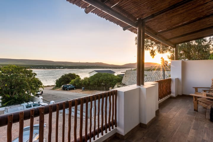 EngelZand Luxury River Chalet on Breede River