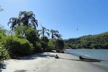 Praia da Barra Seca (3 min. a pé de casa), Ubatuba.-