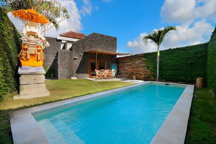 2 BR VILLA Private Pool & Garden, Perenan (Canggu)