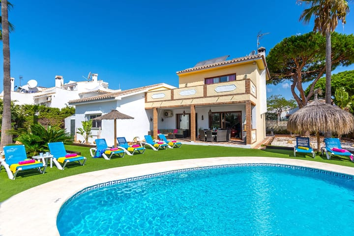 Simply unwind in this stunning villa - Heated pool