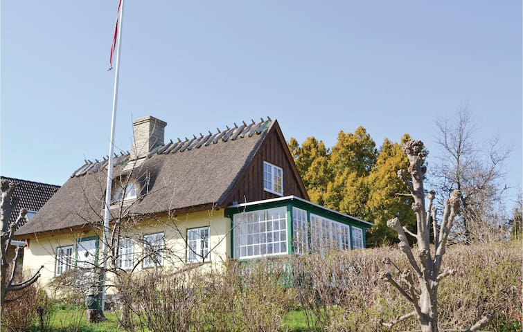 Holiday cottage with 3 bedrooms on 100m² in Humlebæk