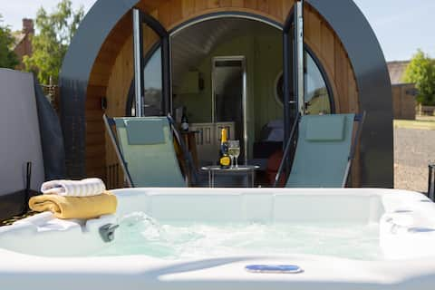 Luxury Glamping Pod with Hot Tub and amazing views