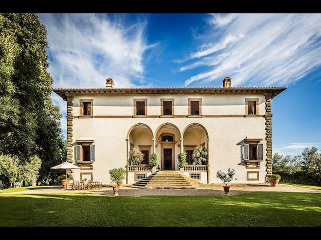 Lavish 8BR Villa with heated Pool! - San Casciano in Val di pesa - Villa