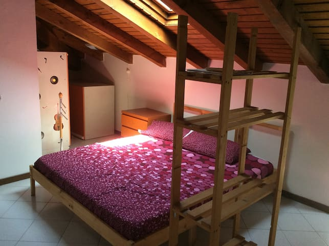 Cozy attic halfway between Milan and Como - Seregno - Appartement