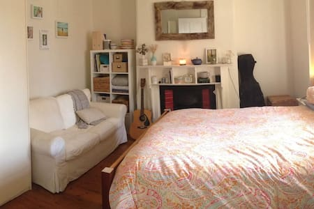 Bright & cosy house, close to city - Leichhardt - House