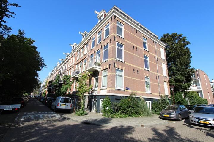 Modern, luxurious & light apartment near centre.
