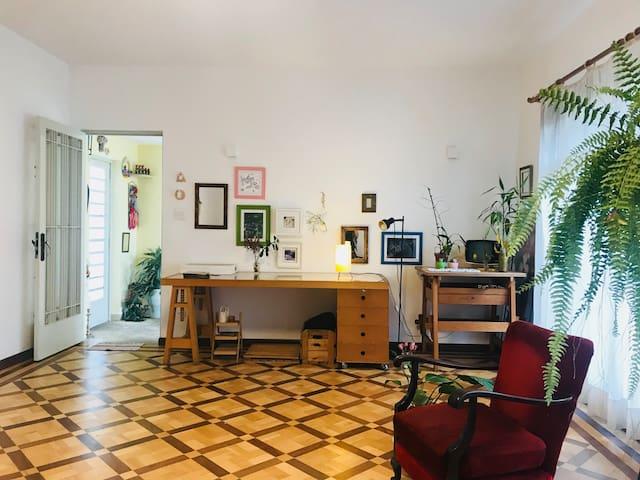 Quarto espaçoso - casa tranquila em São Paulo