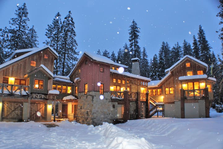 Castle By The Lake *10% off Dec Dates* *Ski Lease*