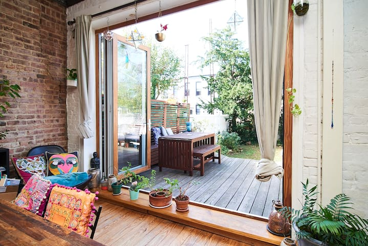 Cozy townhouse with an amazing back yard