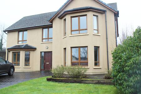 Spacious, bright 4 bed Kenmare home to enjoy