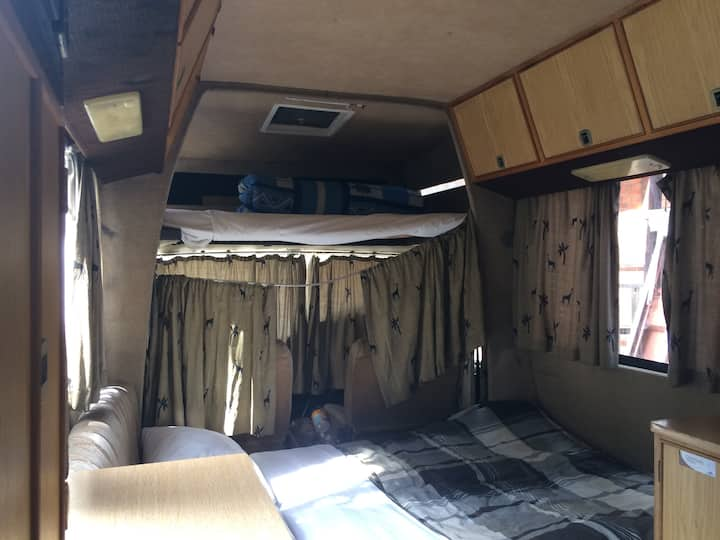 Smallworld Backpackers Lodge Avondale Caravan