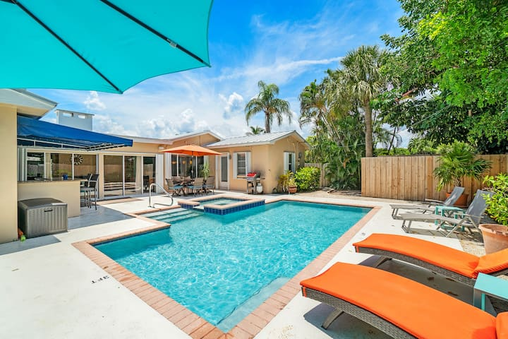 4B/3B Gem w/Heated Pool/Jacuzzi - Steps to Beach