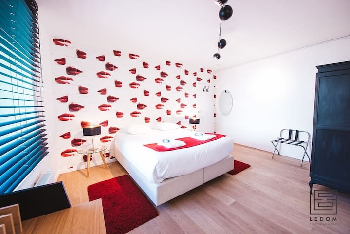 Red & Breakfast , Twin room
