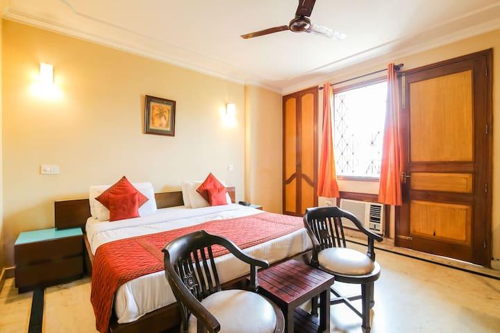 Superior Dlx bedroom in posh South Delhi- GK 1