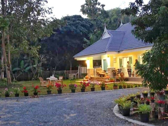 Waangaew House