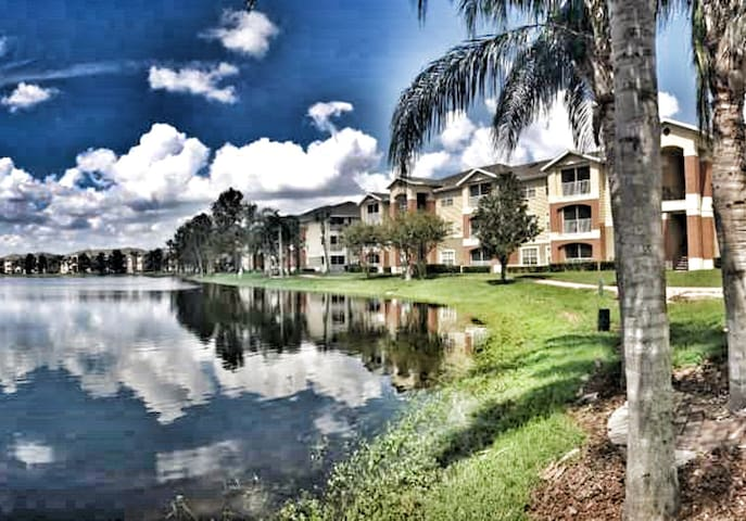 Lakefront Relaxing Private Apartment by UCF